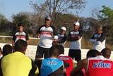 Flávio Barros conversa com os jogadores do River-PI