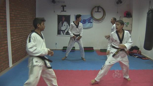 Atletas se preparam para a Copa do Brasil de Taekwondo (Foto: Reprodução/TV Rondônia)