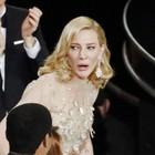 Cate Blanchett leva estatueta de melhor atriz (REUTERS/Lucy Nicholson)