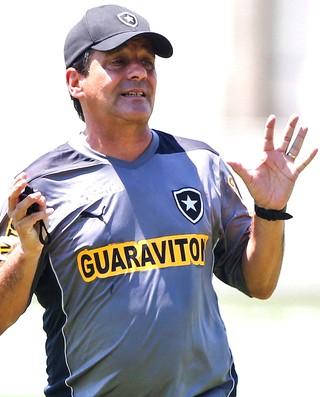 Eduardo Hungaro no treino do Botafogo (Foto: Guito Moreto / Agência O Globo)