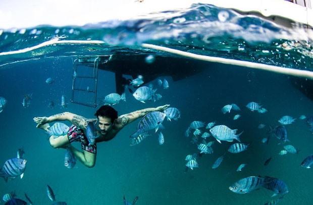 Bruno Gagliasso: peixão em Noronha (Foto: Reprodução Instagram)