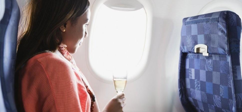 Mulher em um avião (Foto: Getty Images)