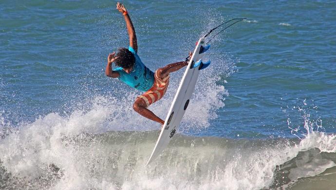 Emanoel Tobias - surf (Foto: Eros Sena)