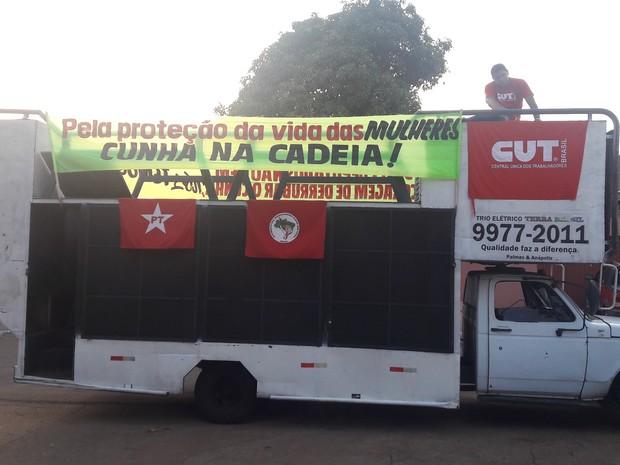 Grupo manifesta na região sul da capital (Foto:  Mariana Ferreira/G1 TO)