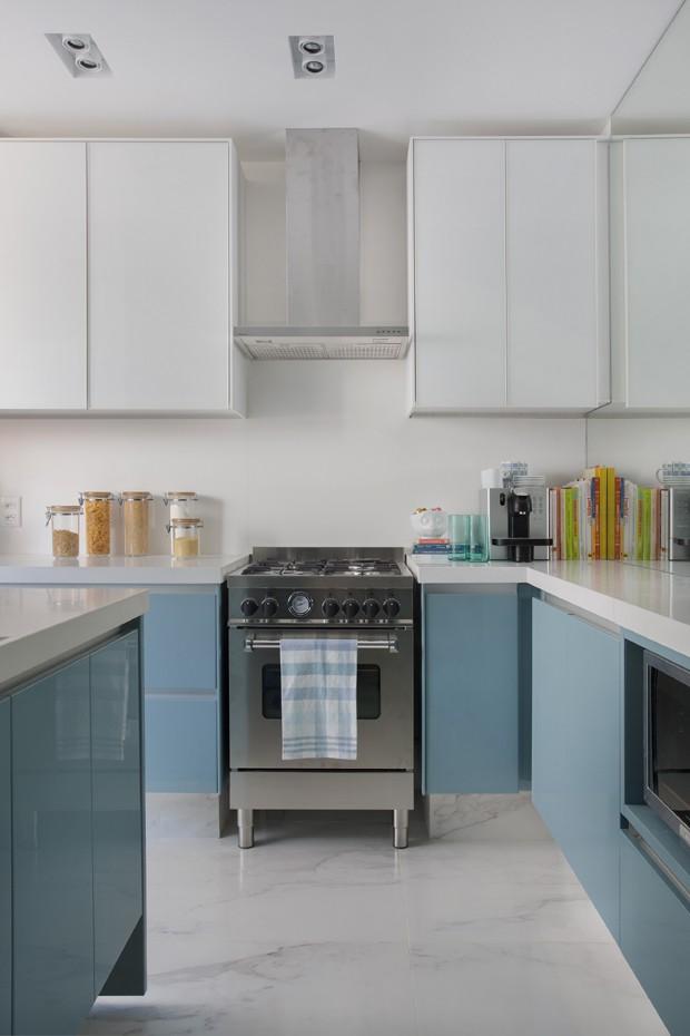 cozinha-armários-azul (Foto: Juliano Colodeti – MCA estúdio)