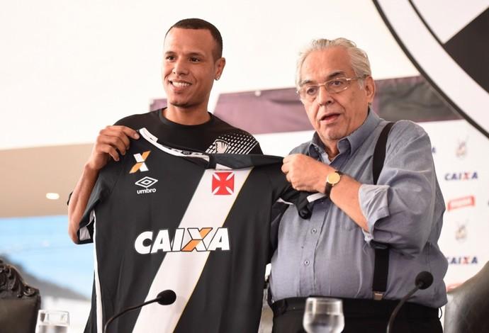Luis Fabiano é apresentado no Vasco (Foto: André Durão)