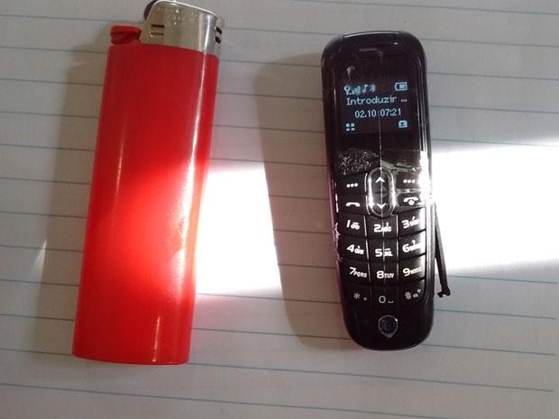 Minicelular é menor que um isqueiro (Foto: Divulgação/Secretaria da Administração Penitenciária)