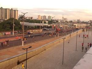 Público chegando para a partida inaugural da Arena da Amazônia (Foto: Muniz Neto/G1 AM)