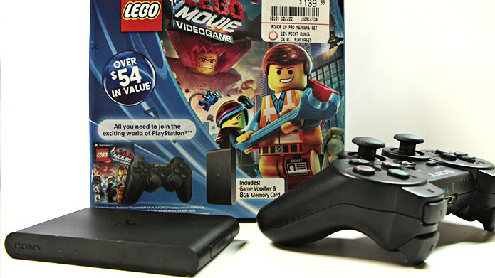 PlayStation TV bundle com o jogo LEGO Movie Videogame (Foto: Tais Carvalho/TechTudo)