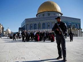 Forças de segurança israelenses vigiam região da esplanada das Mesquitas. (Foto: Thomas Coex / AFP Photo)