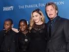 Madonna canta para Sean Penn em evento e diz que ainda o ama