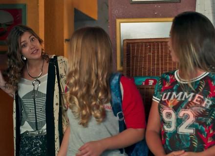 Alina aparece de surpresa e escolhe o nome da filha de Krica