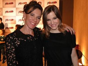 Alice e a mãe, Adriana Wegmann, na coletiva de imprensa (Foto: Malhação / Tv Globo)