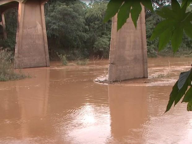 Nível do Rio São Francisco subiu cinco metros segundo Colônia dos Pescadores (Foto: Reprodução/TV Integração)
