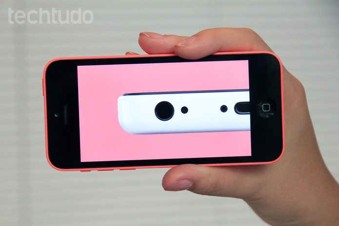 Vídeo do YouTube sendo executado na tela do iPhone 5C (Foto: Isadora Díaz/TechTudo)