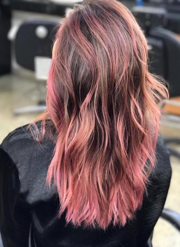 Pérola Faria mostra cabelos tingidos de rosa (Foto: Reprodução/Instagram)