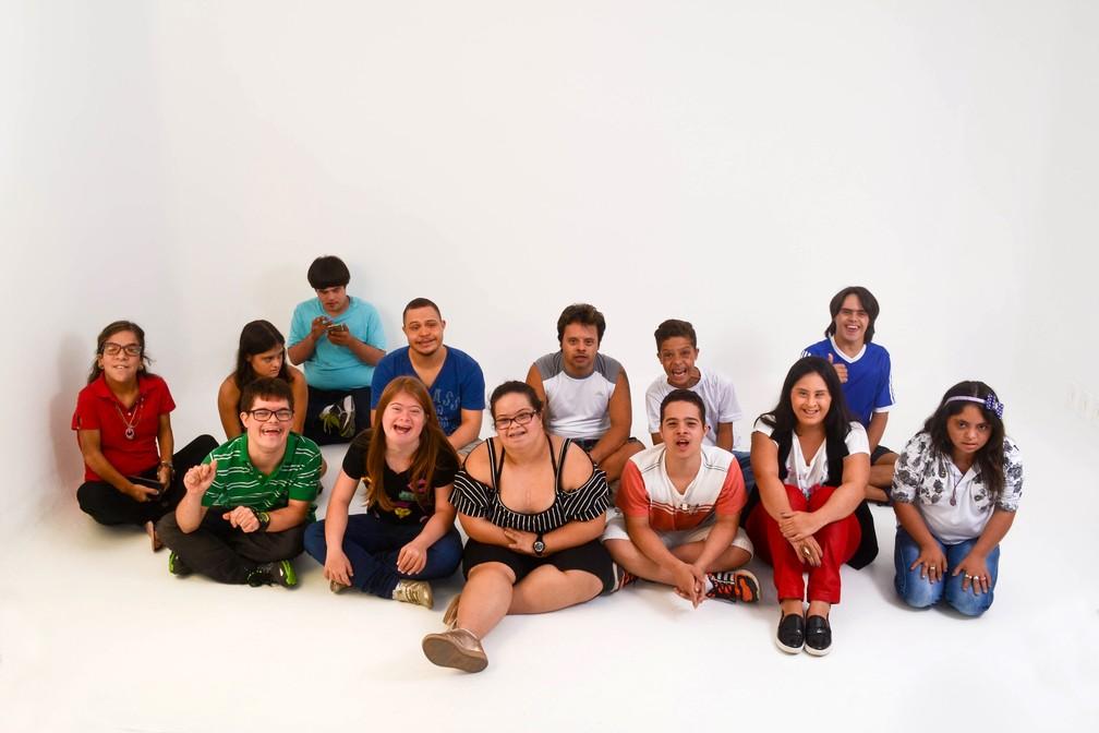 Pessoas com Síndrome de Down fazem exposição fotográfica sobre seus pais na Estação Cabo Branco, em João Pessoa (Foto: Vanessa Firmino/Divulgação)