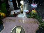 Estrela de Robin Williams na Calçada da Fama ganha flores