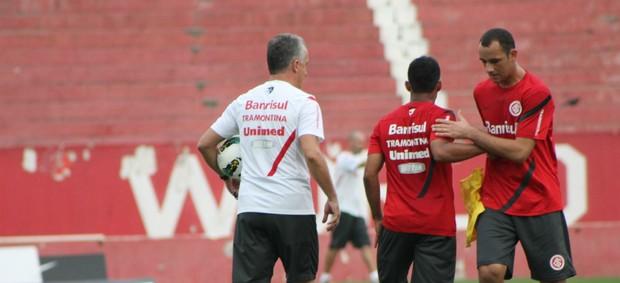 Marcos Aurélio é testado na equipe titular (Foto: Diego Guichard/GLOBOESPORTE.COM)