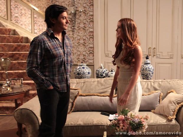 Thales deixa Nicole em casa após o jantar a dois (Foto: Amor à Vida / TV Globo)