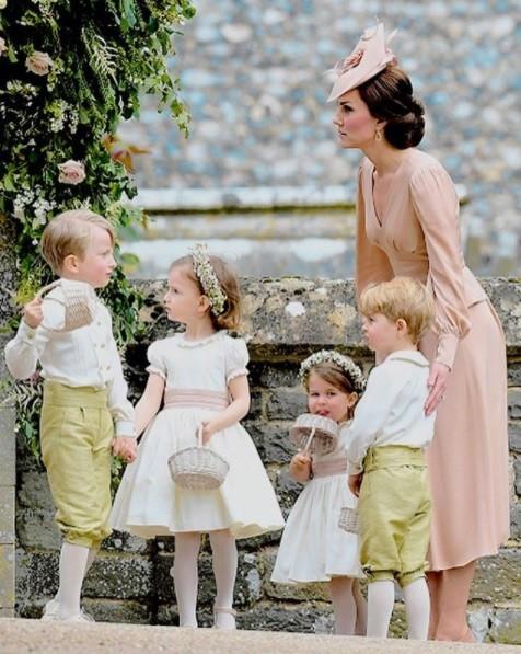 Kate Middleton recepcionou a irmã, Pippa, com as crianças da família  (Foto: Reprodução/ Instagram)