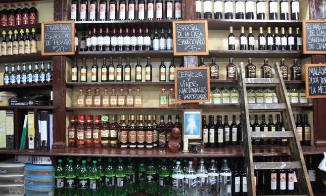 Piscos acima, Ginger Ales abaixo, esses são os produtos que mais vendem no Bar Queirolo, o principal