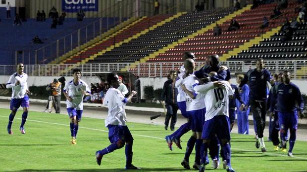 jogadores gol São caetano (Foto: Pakito Varginha / Futura Press)