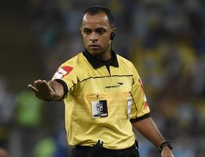Árbitro Wilton Pereira Sampaio (Foto: André Durão)