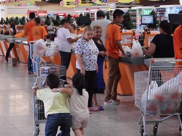 Quando estão em público é normal que as pessoas olhem, dizem (Foto: Caio Gomes Silveira/ G1)