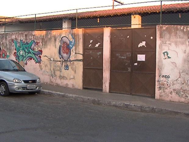 Escola do bairro não abriu após confronto entre policiais e bandidos (Foto: Imagens / TV Bahia)