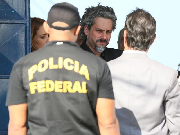 Zé é levado pela Polícia Federal (Foto: Isabella Pinheiro/ Gshow)