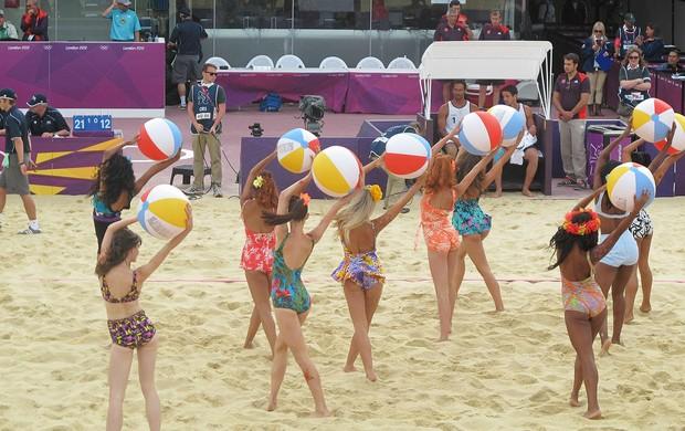 Dançarinas Volei de Praia com biquini da vovó (Foto: Cahê Mota / Globoesporte.com)