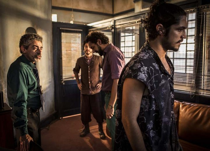Martim, Bento e Miguel ficam chocados com notícia de que Santo pode estar morto (Foto: Inácio Moraes/Gshow)