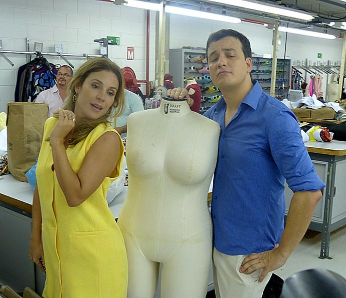 Maíra Charken e Rafael Cortez visitam guarda-roupa dos Estúdios Globo (Foto: Cristina Cople / Gshow)