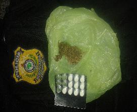 Em Jaguaribe, um homem foi preso com anfetaminas e maconha. (Foto: Polícia Rodoviária Federal do Ceará)