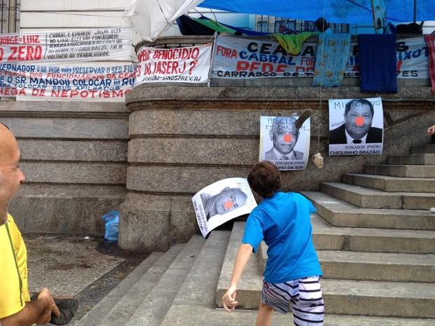 Sapato ao alvo, cpi dos ônibus, chiquinho brazão, câmara municipal, rio (Foto: Henrique Coelho/G1)