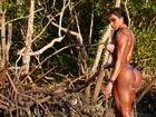 Gracyanne Barbosa exibe bumbum imenso com biquíni minúsculo em foto