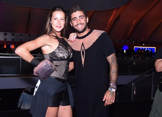 Pedro Scooby aparece de vestido no Rock in Rio