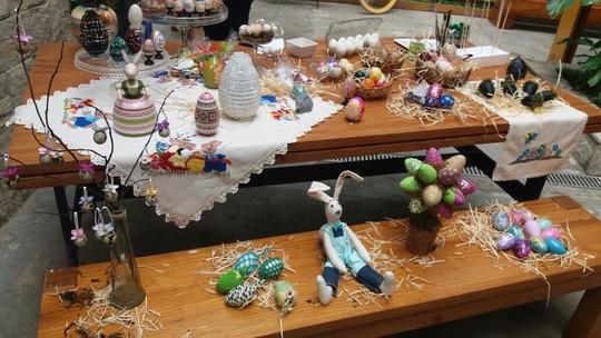 Artesã ensina como decorar casquinhas de ovos para a Páscoa