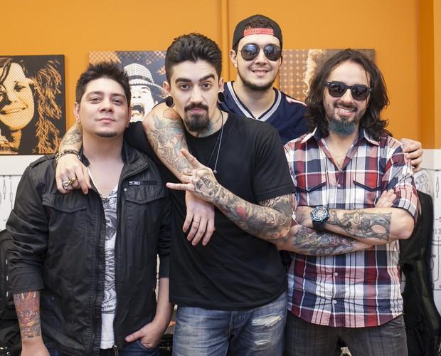 Banda Malta nos bastidores (Foto: Dafne Bastos/TV Globo)