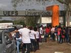 Alunos fecham portões da UEFS em protesto e aulas são suspensas na BA