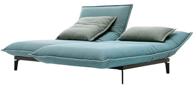Sofá com estrutura de metal reclinável, encosto e assento de poliéster, 1,96 x 0,82 x 1,27 m. Design de Joachim Nees para a marca alemã Rolf Benz. COD, a partir de R$ 51.206 (Foto: Divulgação)