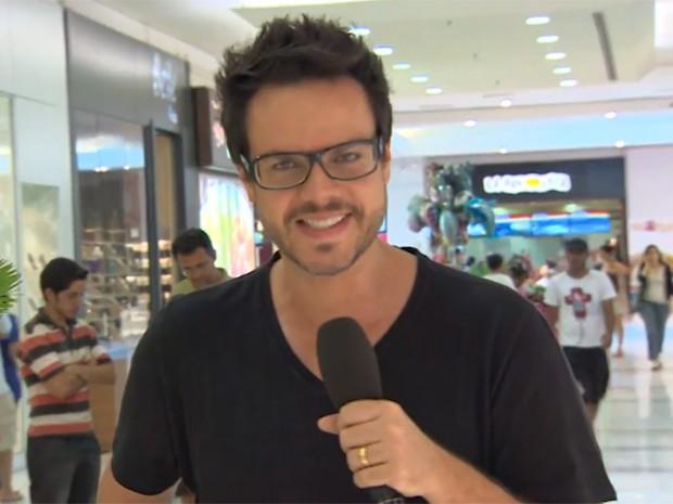 Vinicius Valverde foi em busca da opinião do público (Foto: Amor à Vida/TV Globo)
