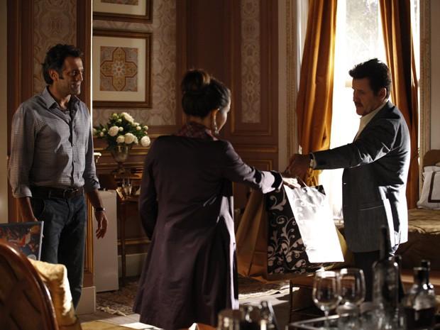 Mustafa diz que vai ajudar Morena (Foto: Salve Jorge/ TV Globo)