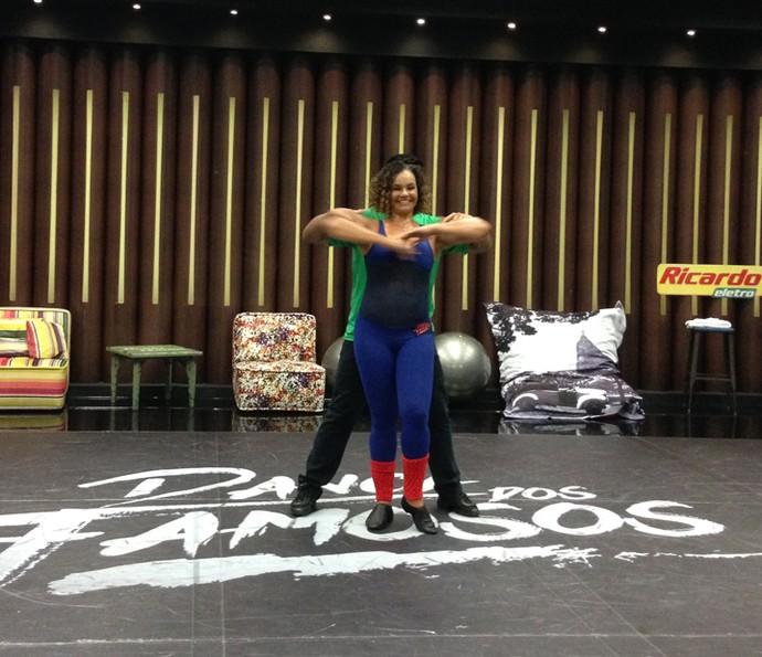 Solange Couto suou a camisa nos ensaios (Foto: Janaína Ornellas/Gshow)