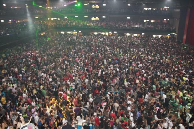 Visão panorâmica da pista em frente ao palco de Anitta (Foto: Isac Luz/EGO)