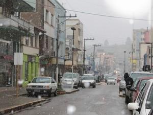 Fenômeno da neve é registrado em São Joaquim nas primeiras horas da manhã desta segunda (22)  (Foto: Dionata Costa/São Joaquim Online)