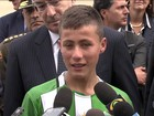 Colombianos que ajudaram em tragédia aérea são homenageados
