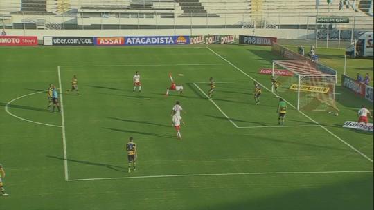 Gol de bicicleta e hat-trick: ex-Vasco, Corinthians e Fla tem atuação de gala