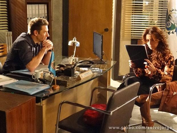 Ricardo conta para Helô que Wanda é mãe de Aisha (Foto: Salve Jorge/ TV Globo)